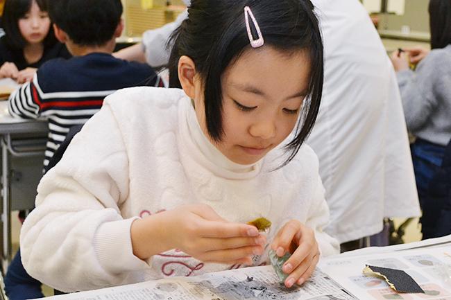 実験や観察などの体験を通じて、子供たちの科学や数理への興味を抱くきっかけづくりを行なうとともに、楽しみながら非認知能力を養う人気のイベント「ダヴィンチマスターズ」の第13回が2019年3月3日(日)ハウスクエア横浜で開催!子供たちはタングラム、生き物観察など、アート、算数、理科コンテンツを楽しみました。