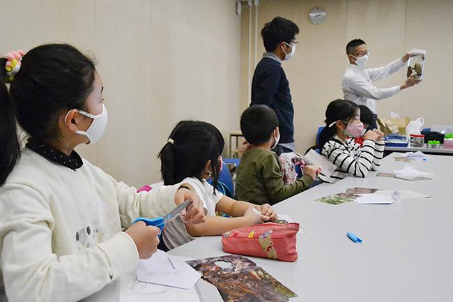 """実験や観察などの体験を通して子どもたちの """"非認知能力"""" を育む人気のイベント「第25回ダヴィンチマスターズ」を、2021年3月28日(日)にオンライン・対面(開催場所:神戸国際会議場)で開催!今回はさまざまな事情から学びの機会を得にくい子どもたちにも、楽しみながら学びにつながる機会を無料で提供したいと考える神戸市による """"ガバメントクラウドファンディング(GCF)"""" と連動して実施。ひとり親家庭や貧困家庭、養護施設など、さまざまな事情をかかえ、このようなイベントに参加する機会が少ない子どもたちも含め、多くの子どもたちをイベントに無料招待し、楽しんでいただくことができました。"""